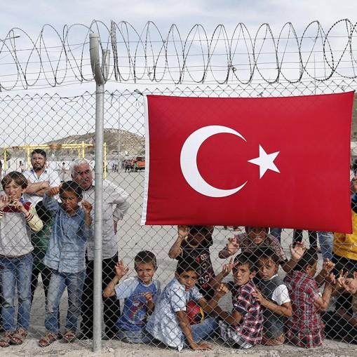"Анкара заплаши да пуска всеки месец по 15 000 нелегални бежанци и да ""шокира европейците"""