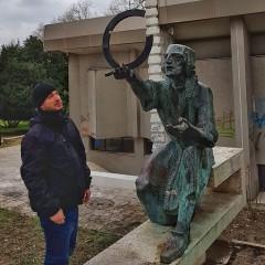 Вандали потрошиха глобуса на Коперник във Варна