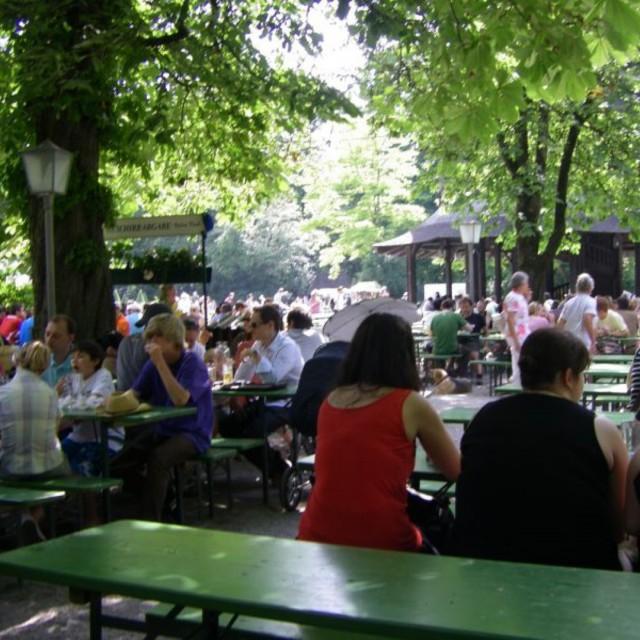 Бирфест, сърф в парка и деликатеси привличат в Мюнхен